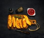 Kippenvingers met Ketchup en Specerijen royalty-vrije stock afbeelding