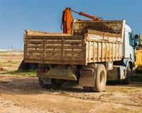 Kipplaster im Irak Stockfotos
