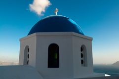 Kirche über dem Meer Stockfotografie