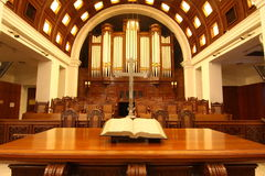 Kirche-Altar lizenzfreie stockfotografie