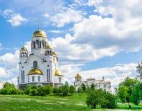 Kirche auf Blut zu Ehren aller Heiligen glänzend in Russland, Jekaterinburg lizenzfreie stockbilder