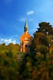 Kirche auf dem Hügel Lizenzfreie Stockfotos