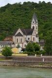 Kirche auf dem Rhein Stockfotografie