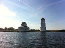 Kirche auf dem Wasser Stockfoto
