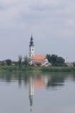 Kirche auf der Donau Lizenzfreie Stockbilder