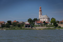 Kirche auf der Donau Lizenzfreies Stockbild