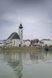Kirche auf der Donau Lizenzfreie Stockfotos