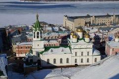 Kirche auf der quadratischen nationalen Einheit in Nischni Nowgorod lizenzfreie stockfotos