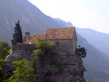 Kirche auf einem Felsen Lizenzfreies Stockbild