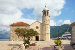 Kirche auf Insel Unsere Dame des Felsen Gospa Ods Skrpjela Schacht von Kotor, Montenegro Lizenzfreie Stockbilder