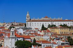Kirche auf Lissabon-Hügel Lizenzfreies Stockfoto