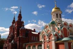 Kirche auf rotem Quadrat Lizenzfreies Stockfoto