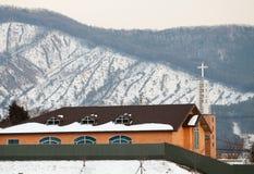 Kirche auf Schnee Stockfotografie