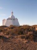 Kirche auf Strand lizenzfreie stockbilder