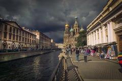 Kirche auf verschüttetem Blut und Griboyedov-Kanal im St Petersburg, Russland lizenzfreies stockbild