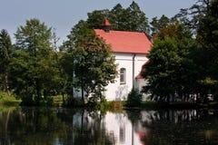 Kirche auf Wasser Stockfotografie