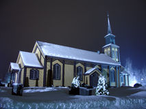 Kirche auf Weihnachten Stockfotografie
