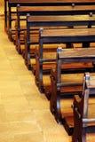 Kirche-Bänke Stockfoto