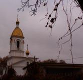 Kirche, bewölkter Morgen Stockfotografie