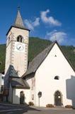 Kirche in Canazei stockfotografie
