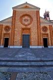 Kirche das vergiate alte geschlossene Ziegelsteinturm-Bürgersteig lomba Stockfoto