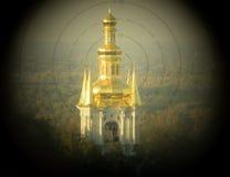 Kirche in den Ferngläsern Stockfotos