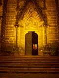 Kirche in den Sonnenuntergangfarben stockfoto