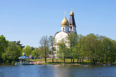 Kirche der Apostel Peter und Paul auf dem See Sestroretsky Razliv Sestroretsk, Russland Lizenzfreies Stockfoto
