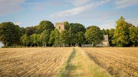 Kirche in der englischen Landschaft Stockfotos