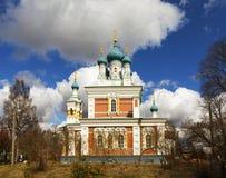 Kirche der Fürbitte der Mutter des Gottes in Marienburg Gatchina - 27 Grad auf Celsius Russland Stockfotos
