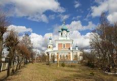 Kirche der Fürbitte der Mutter des Gottes in Marienburg Gatchina - 27 Grad auf Celsius Russland Lizenzfreie Stockfotos