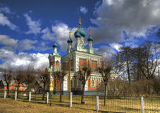 Kirche der Fürbitte der Mutter des Gottes in Marienburg Gatchina - 27 Grad auf Celsius Russland Stockfotografie