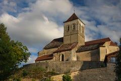 Kirche in der französischen Landschaft Stockfoto