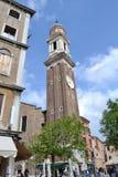 Kirche der heiligen Apostel von Christus in der Gotisch-Renaissanceart in Blütezeit Venedigs im Frühjahr stockbilder