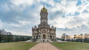 Kirche der heiligen Jungfrau des Zeichens bei Dubrovitsy lizenzfreie stockbilder