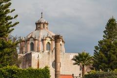Kirche in der Kolonialmitte von Huichapan Lizenzfreie Stockfotos
