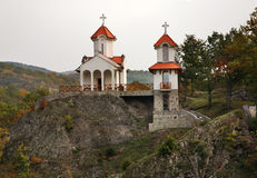 Kirche der Transfiguration in Prolom Banja serbien stockbild