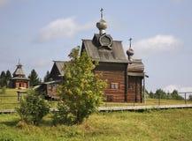 Kirche der Transfiguration und des Wachturms in Khokhlovka Dauerwelle krai, Russland stockbild
