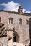 Kirche in der ummauerten Stadt von Dubrovnic in Kroatien Europa Dubrovnik wird ` Perle der Adria mit einem Spitznamen belegt Lizenzfreie Stockbilder