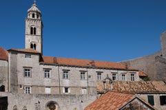 Kirche in der ummauerten Stadt von Dubrovnic in Kroatien Europa Dubrovnik wird ` Perle der Adria mit einem Spitznamen belegt Stockbild