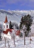 Kirche in der winterlichen Landschaft Lizenzfreies Stockbild