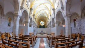 Kirche des Geburt Christis-Innenraums mit den Altar- und Ikonenlampen, die auf Langkette in Bethlehem-timelapse hyperlapse hängen