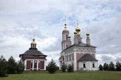 Kirche des Heilig-Erzengels Michael und Kirche des Heiligen Frol und Pavel Stockfotografie