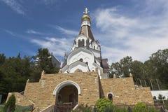 Kirche des heiligen rechtschaffenen Admirals Fedor Ushakov in der Regelung Kudepsta, Sochi Lizenzfreies Stockbild