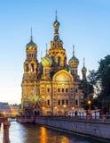 Kirche des Retters auf Spilled Blut-Badekurortna Krovi auf Griboedov-Kanal an der Dämmerung, St Petersburg, Russland lizenzfreie stockfotografie