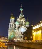Kirche des Retters auf Spilled Blut-Badekurortna Krovi auf Griboedov-Kanal nachts, St Petersburg, Russland lizenzfreie stockfotos