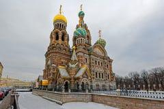 Kirche des Retters auf Spilled Blut in St Petersburg im w lizenzfreie stockfotografie