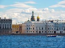 Kirche des Retters auf Spilled Blut- und Palastdamm, St Petersburg, Russland stockfotos