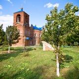 Kirche des roten Ziegelsteines Lizenzfreies Stockfoto