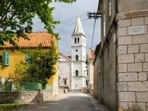 Kirche in einem Dorf in Kroatien, Zlarin-Insel Lizenzfreies Stockfoto
